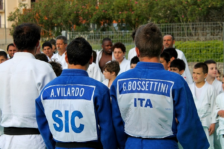 https://www.ragusanews.com//immagini_articoli/12-06-2013/gabriele-bossettini-agli-europei-di-judo-500.jpg