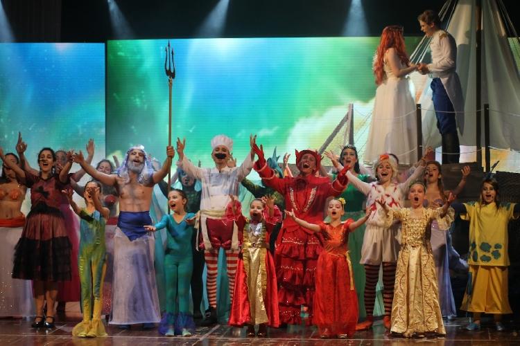 http://www.ragusanews.com//immagini_articoli/12-06-2015/l-incanto-del-mare-va-in-teatro-500.jpg