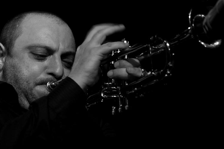 https://www.ragusanews.com//immagini_articoli/12-06-2015/sul-vittoria-jazz-festival-irrompe-la-tromba-di-giovanni-amato-500.jpg