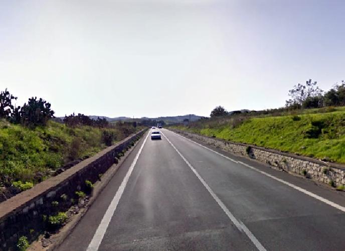 https://www.ragusanews.com//immagini_articoli/12-06-2016/si-cappotta-auto-sulla-ragusa-catania-feriti-giovani-di-scicli-500.jpg