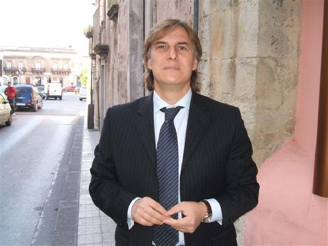 http://www.ragusanews.com//immagini_articoli/12-06-2017/salvatore-pagano-sindaco-monterosso-almo-500.jpg