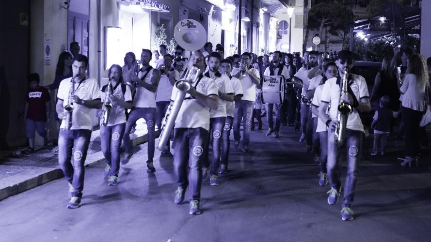 https://www.ragusanews.com//immagini_articoli/12-06-2017/scoglitti-festa-lanteprima-jazz-500.jpg