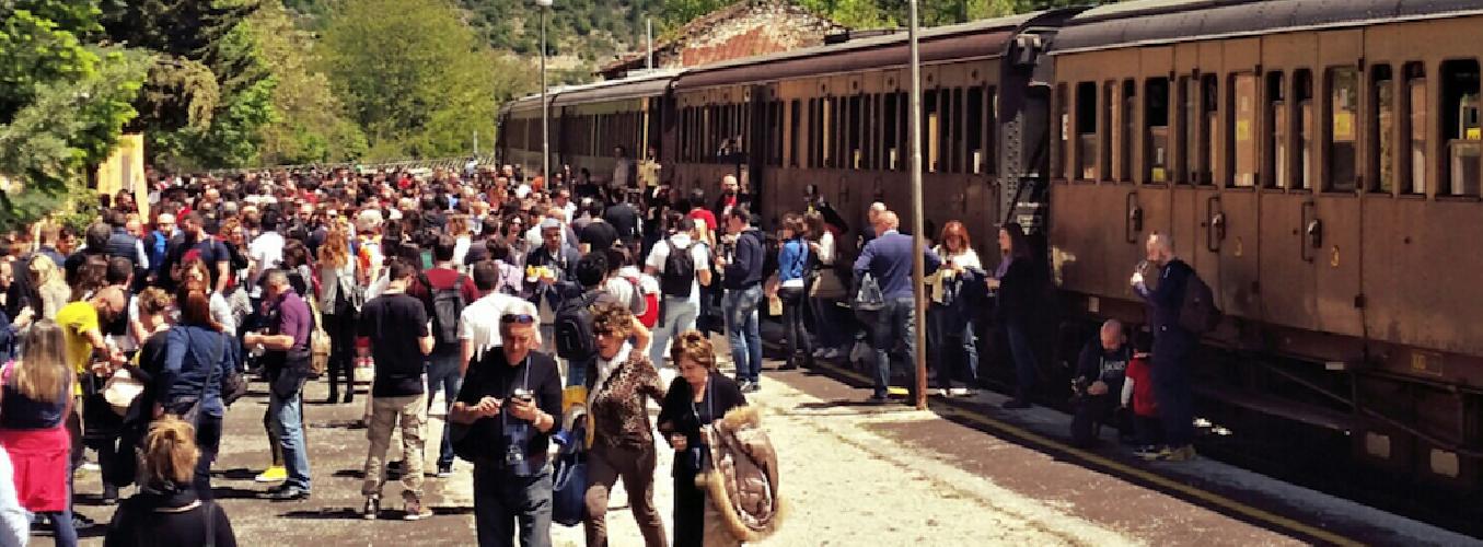 https://www.ragusanews.com//immagini_articoli/12-06-2018/treno-cultura-domenica-giugno-ragusa-500.png