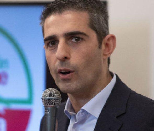 https://www.ragusanews.com//immagini_articoli/12-06-2019/il-sindaco-di-parma-pizzarotti-a-ragusa-500.jpg