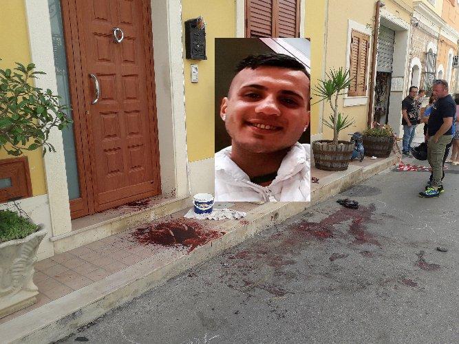 https://www.ragusanews.com//immagini_articoli/12-06-2019/omicidio-notte-ad-avola-ucciso-un-25enne-500.jpg