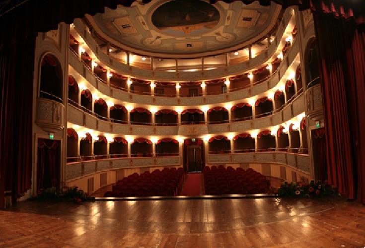 https://www.ragusanews.com//immagini_articoli/12-06-2020/si-restaura-il-teatro-di-modica-500.jpg