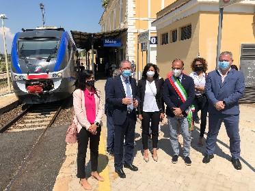 https://www.ragusanews.com//immagini_articoli/12-06-2021/barocco-line-partono-i-treni-speciali-per-il-sud-est-sicilia-280.jpg
