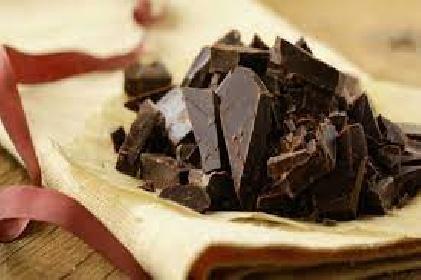https://www.ragusanews.com//immagini_articoli/12-06-2021/dieta-e-cioccolato-il-cioccolato-fondente-fa-dimagrire-280.jpg