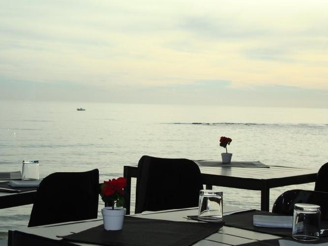 https://www.ragusanews.com//immagini_articoli/12-07-2012/sand-ristorante-sul-mare-a-punta-secca-500.jpg