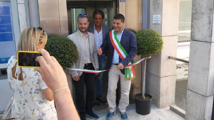 http://www.ragusanews.com//immagini_articoli/12-07-2016/ragusa-inaugurato-l-ascensore-di-via-roma-500.jpg