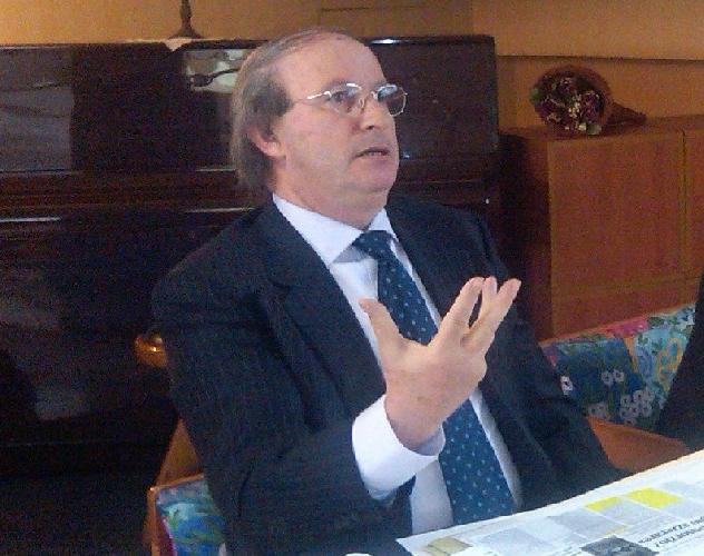 http://www.ragusanews.com//immagini_articoli/12-07-2016/sebastiano-gurrieri-eletto-presidente-regionale-opere-pie-500.jpg