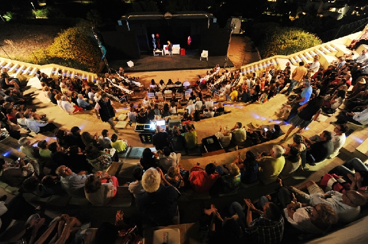 http://www.ragusanews.com//immagini_articoli/12-07-2017/teatro-marsa-sicl-500.jpg