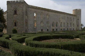 https://www.ragusanews.com//immagini_articoli/12-07-2018/castello-donnafugata-spettacoli-teatrali-240.jpg