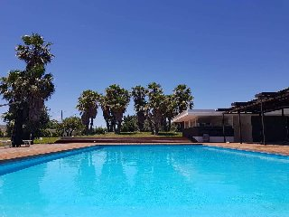 https://www.ragusanews.com//immagini_articoli/12-07-2018/ragusa-poolside-party-street-food-bordo-piscina-villa-carlotta-240.jpg