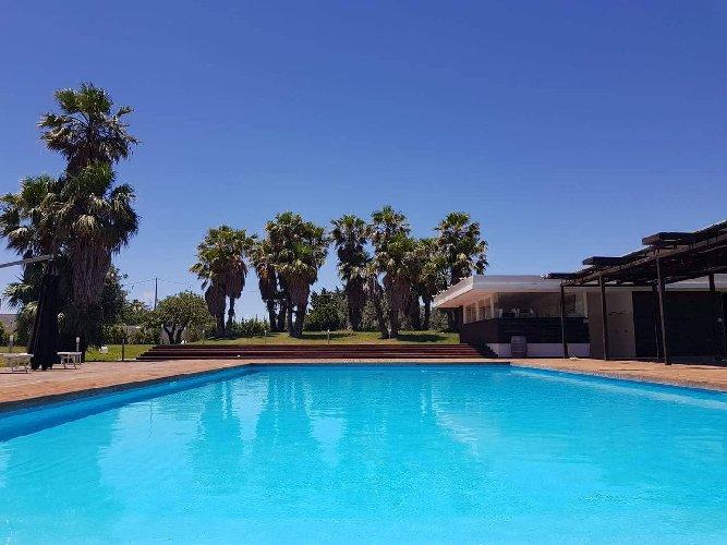 https://www.ragusanews.com//immagini_articoli/12-07-2018/ragusa-poolside-party-street-food-bordo-piscina-villa-carlotta-500.jpg