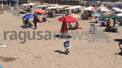 https://www.ragusanews.com//immagini_articoli/12-07-2020/coni-segna-ombrelloni-a-marina-di-modica-si-sfiora-la-rissa-240.jpg
