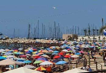 https://www.ragusanews.com//immagini_articoli/12-07-2020/ranucci-report-ecco-il-distanziamento-sociale-a-marina-di-ragusa-video-240.jpg