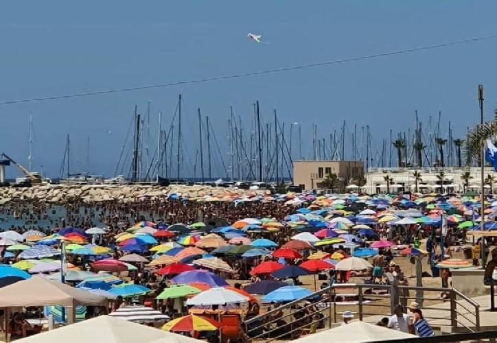 https://www.ragusanews.com//immagini_articoli/12-07-2020/ranucci-report-ecco-il-distanziamento-sociale-a-marina-di-ragusa-video-500.jpg