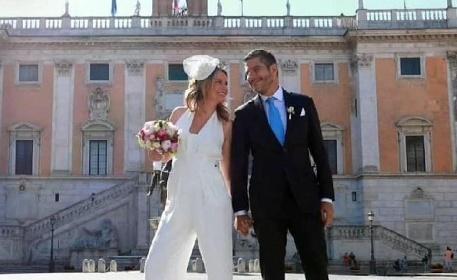 https://www.ragusanews.com//immagini_articoli/12-07-2021/alessandra-viero-la-giornalista-di-quarto-grado-si-e-sposata-foto-280.jpg