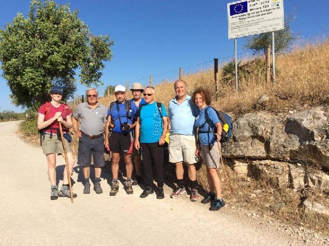 http://www.ragusanews.com//immagini_articoli/12-08-2014/il-nostro-cammino-per-la-via-francigena-500.jpg