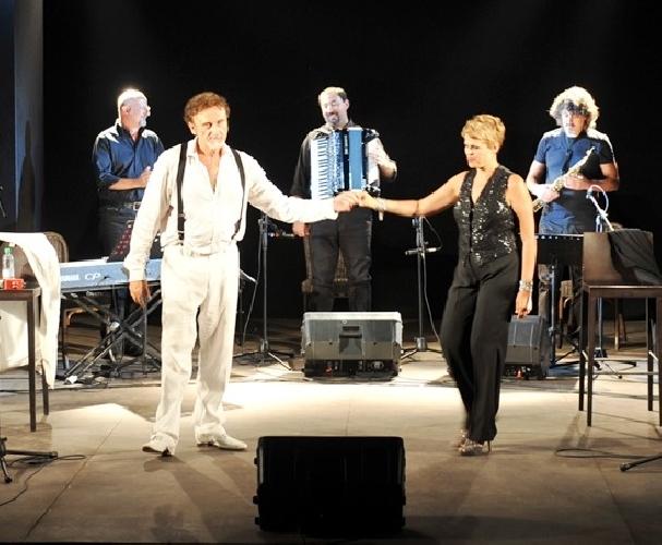 http://www.ragusanews.com//immagini_articoli/12-08-2014/spettacolo-di-ferragosto-con-tosca-e-venturiello-al-teatro-xenia-500.jpg