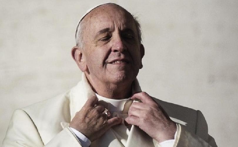 http://www.ragusanews.com//immagini_articoli/12-08-2015/papa-francesco-un-pericoloso-viandante-della-storia-500.jpg