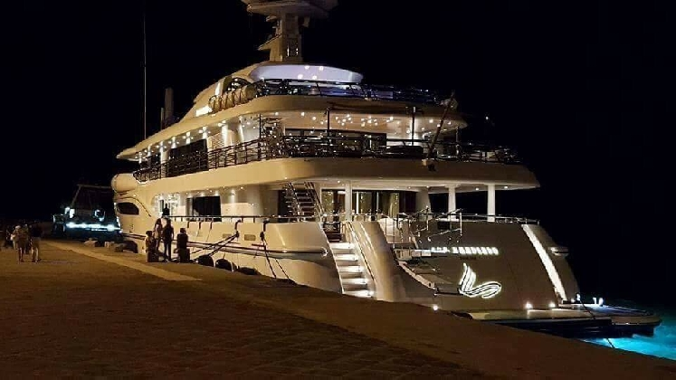 http://www.ragusanews.com//immagini_articoli/12-08-2016/e--a-licata-atteso-a-marina-di-ragusa-lo-yacht-di-beyonce-420.jpg