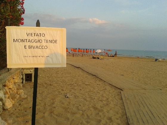 https://www.ragusanews.com//immagini_articoli/12-08-2016/spiagge-divieto-di-campeggio-e-falo-420.jpg