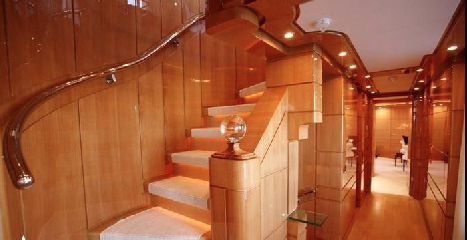 https://www.ragusanews.com//immagini_articoli/12-08-2018/1534102070-yacht-lady-approdato-ortigia-1-240.png