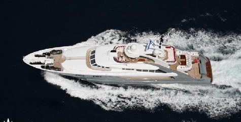 https://www.ragusanews.com//immagini_articoli/12-08-2018/1534102359-yacht-lady-approdato-ortigia-1-240.png
