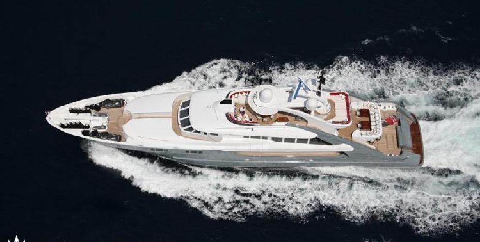 https://www.ragusanews.com//immagini_articoli/12-08-2018/1534102359-yacht-lady-approdato-ortigia-1-500.png