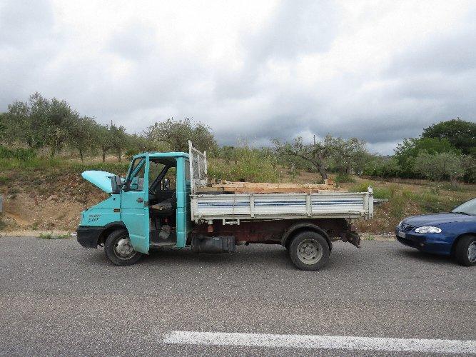 https://www.ragusanews.com//immagini_articoli/12-08-2019/l-incredibile-lavacassonetti-trasformata-in-autocarro-500.jpg