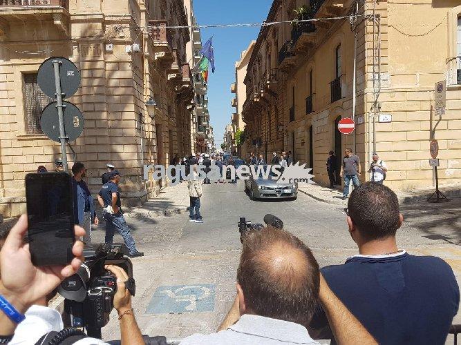 https://www.ragusanews.com//immagini_articoli/12-08-2019/salvini-a-vittoria-agricoltori-lo-stato-ci-ha-abbandonati-500.jpg