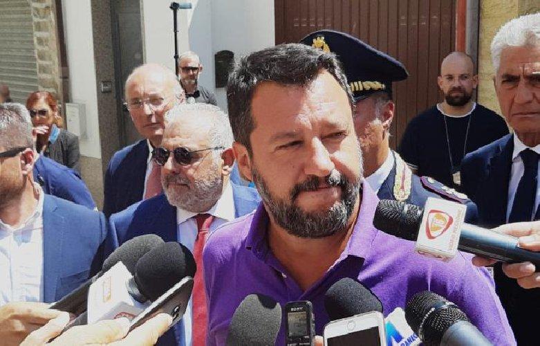 https://www.ragusanews.com//immagini_articoli/12-08-2019/salvini-a-vittoria-giornalisti-non-rispettati-500.jpg