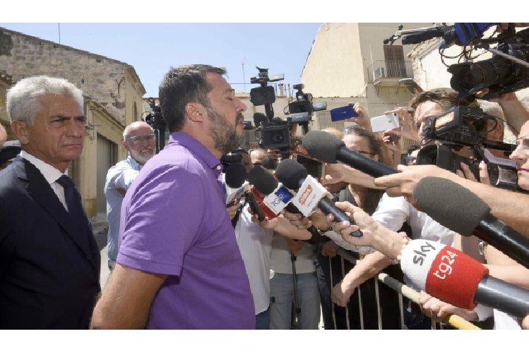 https://www.ragusanews.com//immagini_articoli/12-08-2019/salvini-e-la-collana-madonna-di-medjugorje-foto-500.jpg