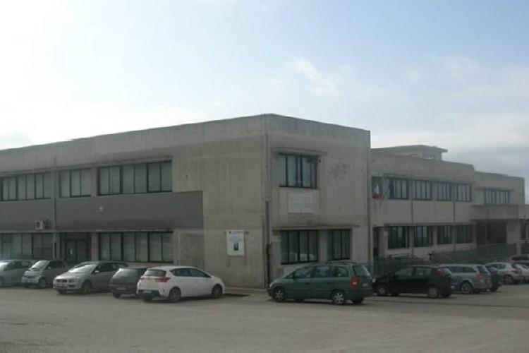 https://www.ragusanews.com//immagini_articoli/12-08-2020/l-itas-di-scicli-diventa-scuola-di-enogastronomia-e-ospitalita-alberghiera-500.jpg