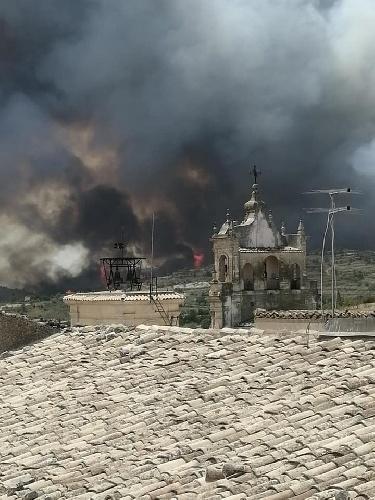 https://www.ragusanews.com//immagini_articoli/12-08-2021/l-incendio-a-calaforno-e-l-incubo-di-giarratana-foto-500.jpg
