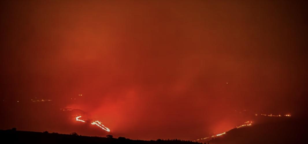 https://www.ragusanews.com//immagini_articoli/12-08-2021/le-terribili-immagini-dell-incendio-di-calaforno-in-un-video-timelapse-500.jpg