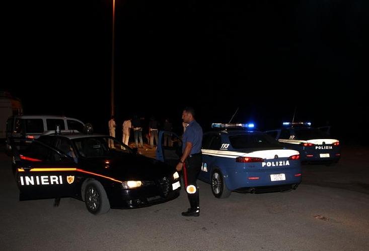 http://www.ragusanews.com//immagini_articoli/12-09-2014/sbarco-in-piena-notte-a-cava-d-aliga-500.jpg