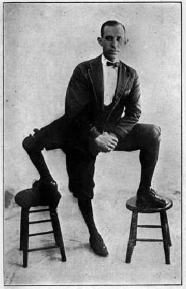 https://www.ragusanews.com//immagini_articoli/12-09-2016/50-anni-fa-la-morte-dell-uomo-con-tre-gambe-420.jpg