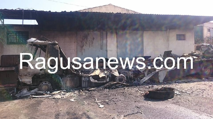 http://www.ragusanews.com//immagini_articoli/12-09-2016/attentato-incendiario-all-autotrasporti-san-cristoforo-420.jpg