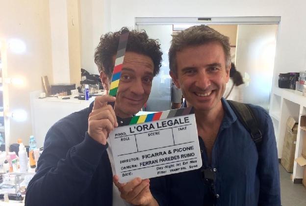 http://www.ragusanews.com//immagini_articoli/12-09-2016/l-ora-legale-iniziate-le-riprese-del-nuovo-film-di-ficarra-e-picone-420.jpg