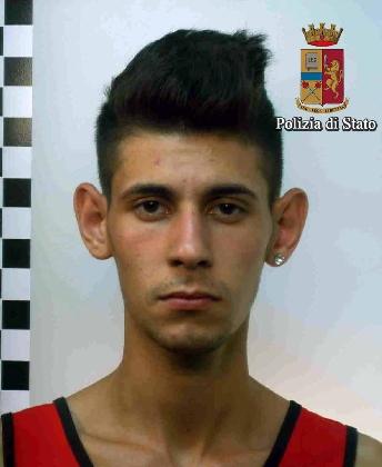 http://www.ragusanews.com//immagini_articoli/12-09-2016/vittoria-arrestato-il-diciottenne-giuseppe-la-marca-420.jpg