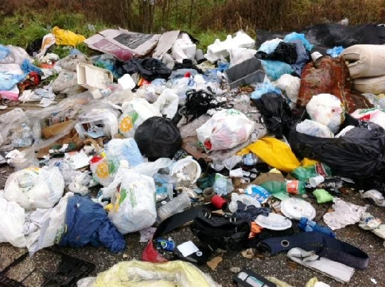 https://www.ragusanews.com//immagini_articoli/12-09-2016/vittoria-pugno-di-ferro-contro-chi-abbandona-i-rifiuti-420.jpg