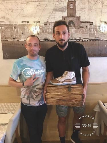http://www.ragusanews.com//immagini_articoli/12-09-2017/sneakers-intagliate-legno-500.jpg