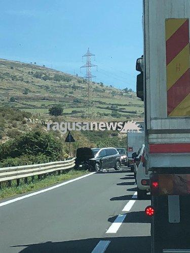 https://www.ragusanews.com//immagini_articoli/12-09-2018/incidente-statale-ragusa-chiaramonte-feriti-500.jpg
