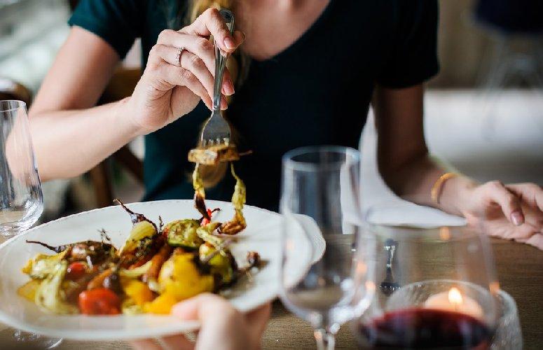 https://www.ragusanews.com//immagini_articoli/12-09-2019/dieta-cosa-mangiare-a-pranzo-per-dimagrire-500.jpg