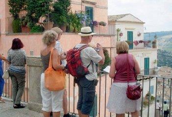 https://www.ragusanews.com//immagini_articoli/12-09-2019/e-bankitalia-annuncio-in-sicilia-turisti-stranieri-in-calo-240.jpg
