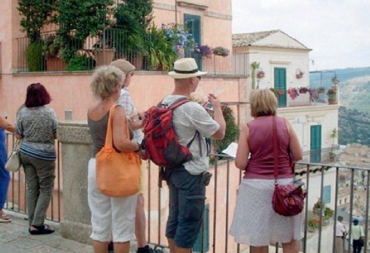 https://www.ragusanews.com//immagini_articoli/12-09-2019/e-bankitalia-annuncio-in-sicilia-turisti-stranieri-in-calo-500.jpg