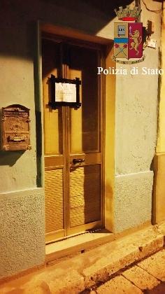 http://www.ragusanews.com//immagini_articoli/12-10-2016/riesco-ad-affittare-solo-a-prostitute-sequestrata-casa-a-luci-rosse-420.jpg